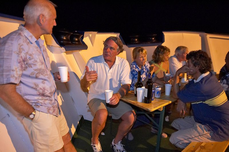 Chuck Ott, Guy de la Valdene, Valerie Taylor, Marti Georgeff, Ken Howard  (Boat - Akademik Shokalskiy)