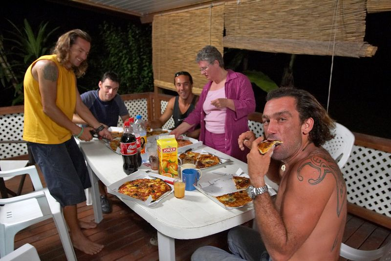 Eating pizza (Moorea - Guillaume Vilcot Residence)