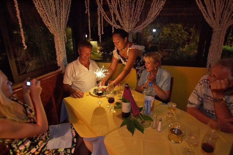 Early celebration of Douglas' birthday (Moorea - Les Timpaniers Restaurant)