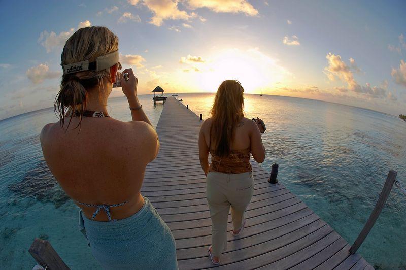 Marisa and Noy, on the pier (Maitai Dream, Fakarava)