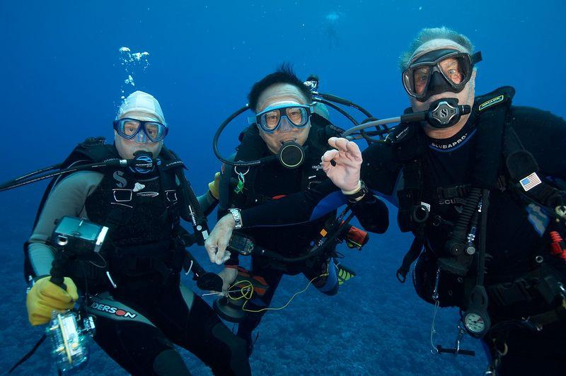 Travel buddies: Chuck Ott, Jerry Watanabe, Roger Lewis (Apataki - Pass Drift)
