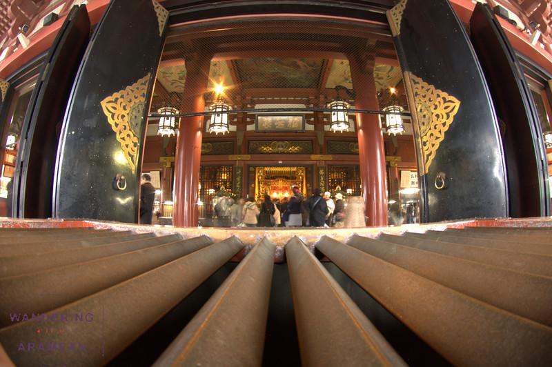 Looking in to the Sensoji Temple