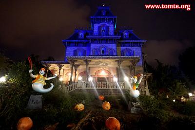 Frontierland after dark (Disneyland Paris, October 2017)
