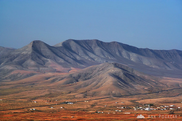 Landscape in central Fuerteventura       Buy a digital copy: 	Digital download (hi-res) €100.00 EUR
