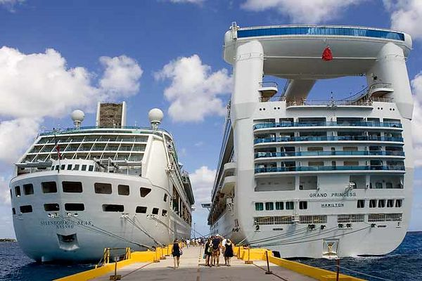 """SPLENDOR OF THE SEAS DOCKED NEXT TO THE GRAND PRINCESS IN COSTA MAYA"""