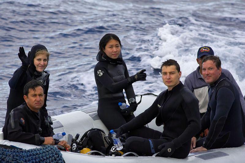 Champi, Carol, Lena, Emile, and Doug on a panga (Galapagos - Deep Blue)