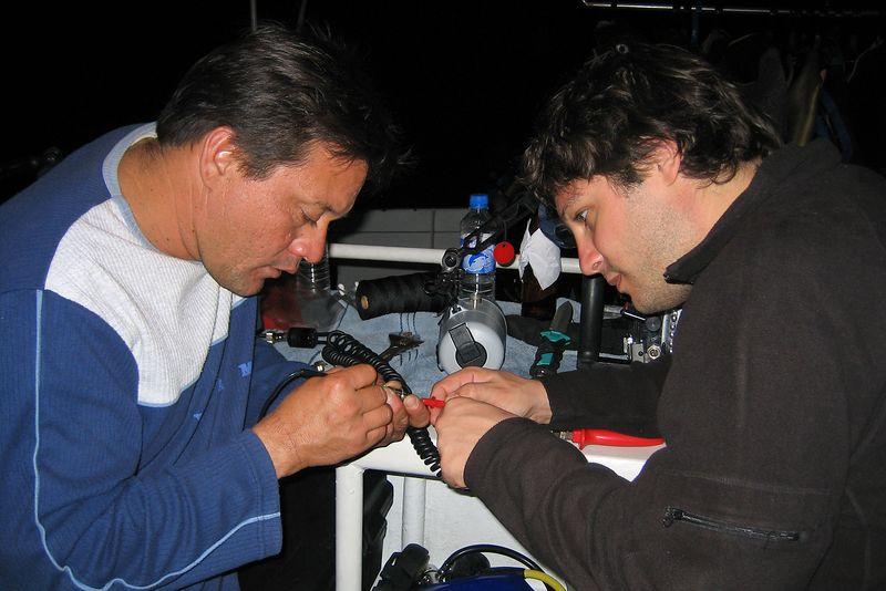 Alexis and Luiz do some surgery on an Ikelite sync cord (Galapagos - Deep Blue)