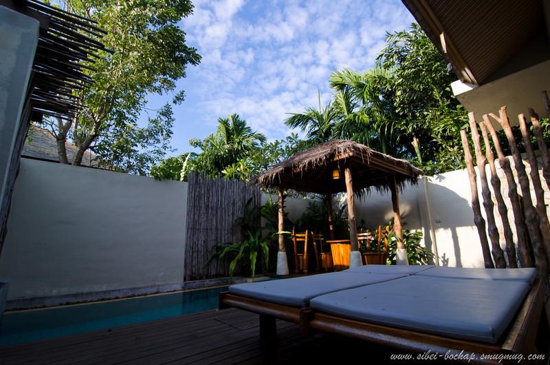 outdoor jacuzzi pool