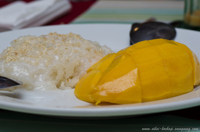 traditional thai desert of sticky rice and mango
