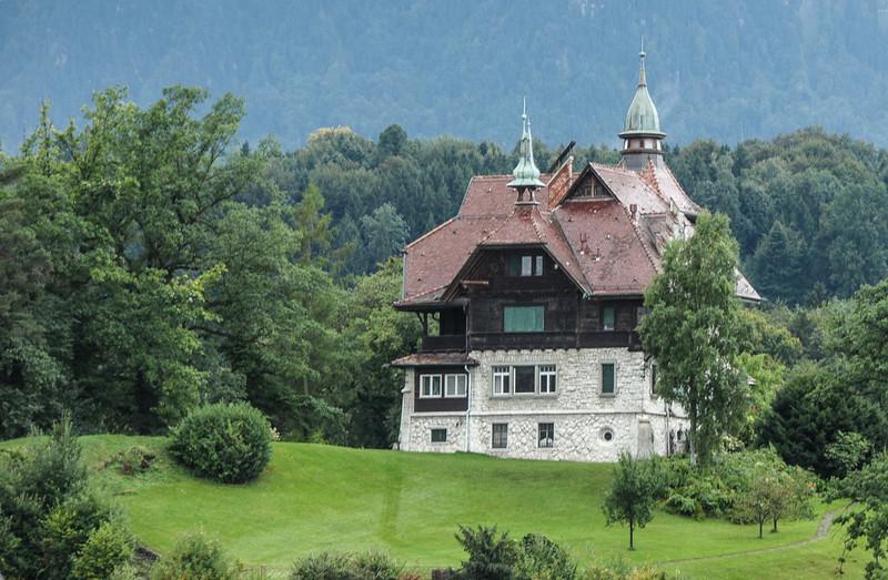 Home along Lake Lucern