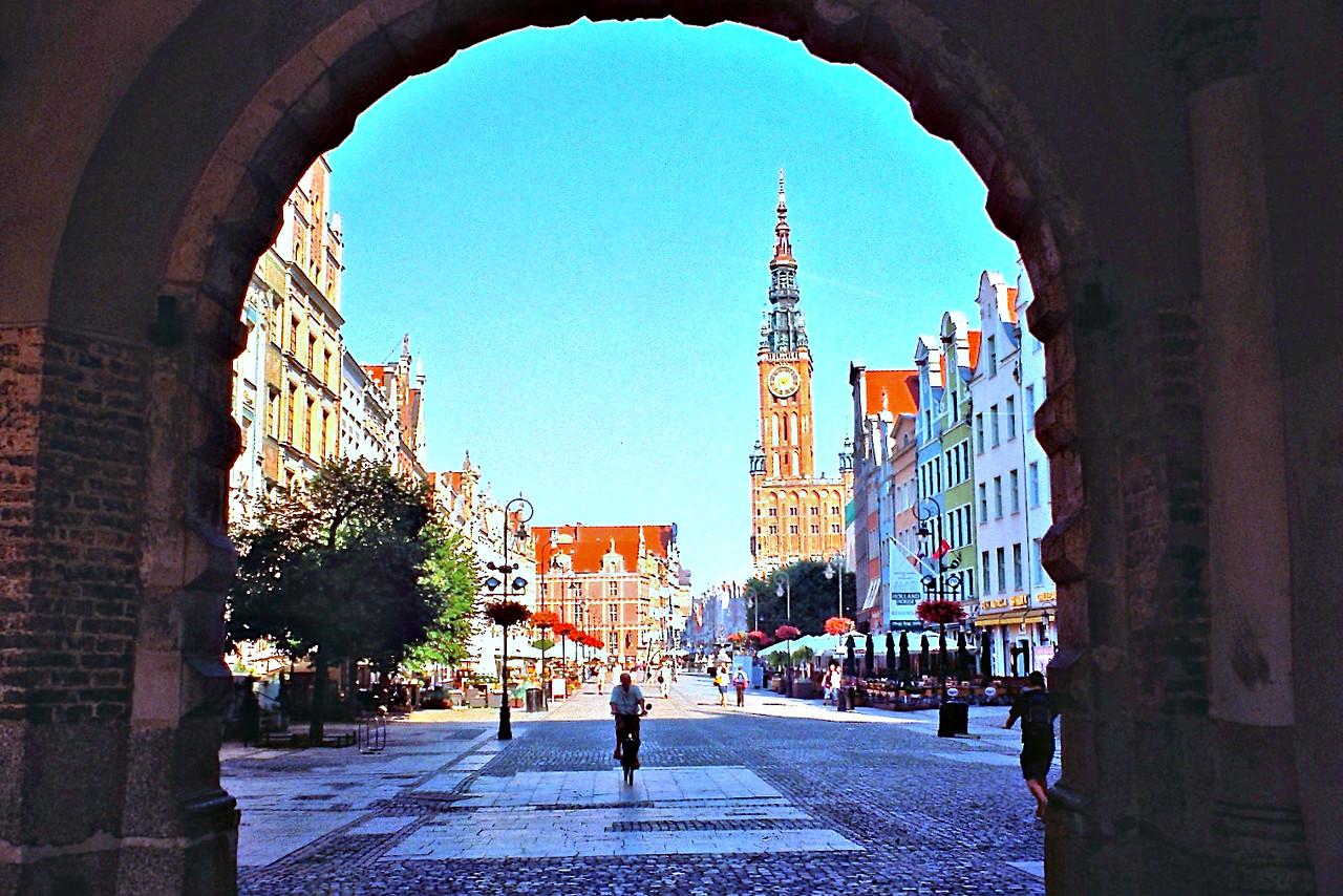 http://ikonpeter.smugmug.com/Travel/Gdansk/i-Fdtfhrq/1/X2/imm020_0A-X2.jpg