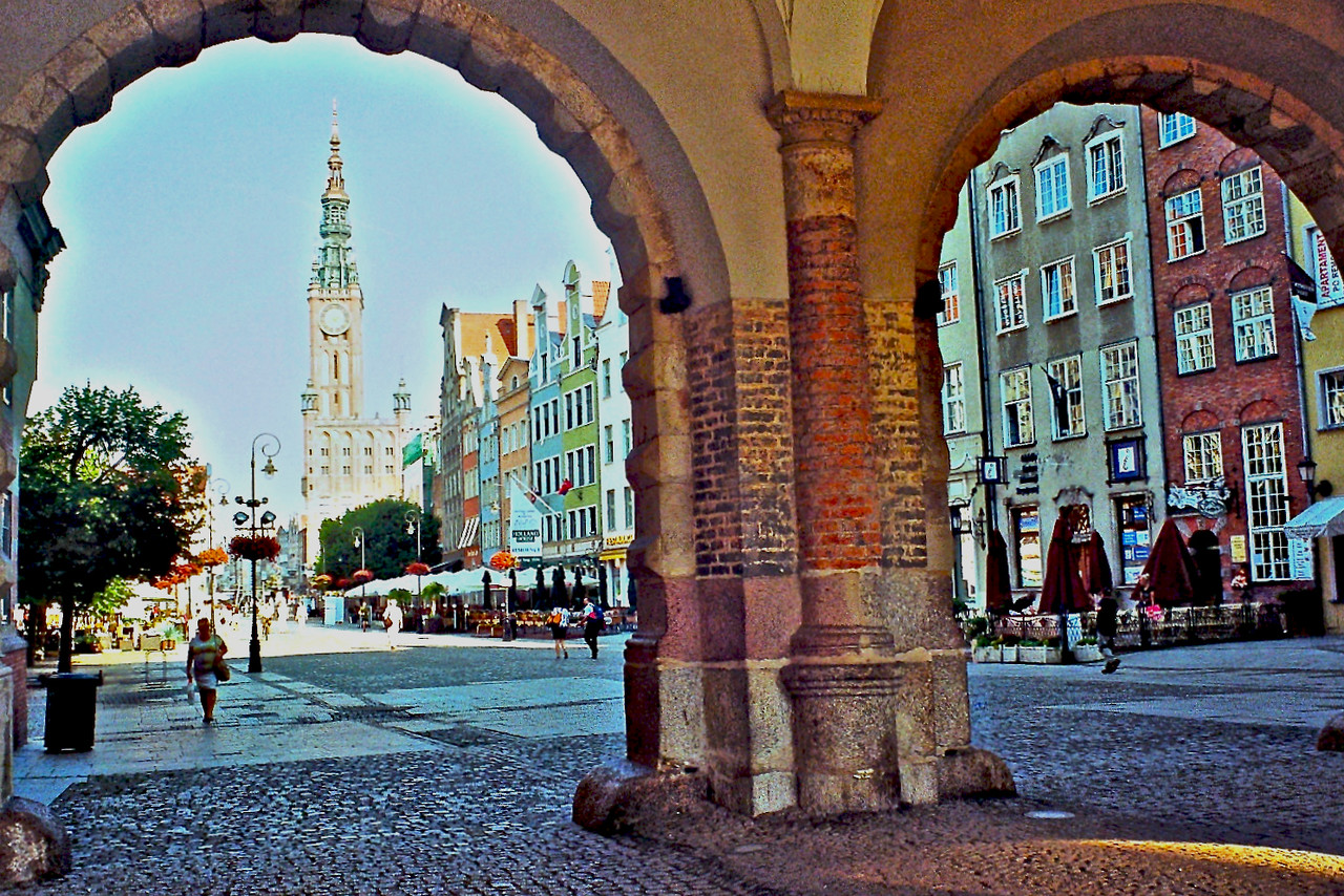 http://ikonpeter.smugmug.com/Travel/Gdansk/i-sk5Nxcs/1/X2/imm021_00A-X2.jpg