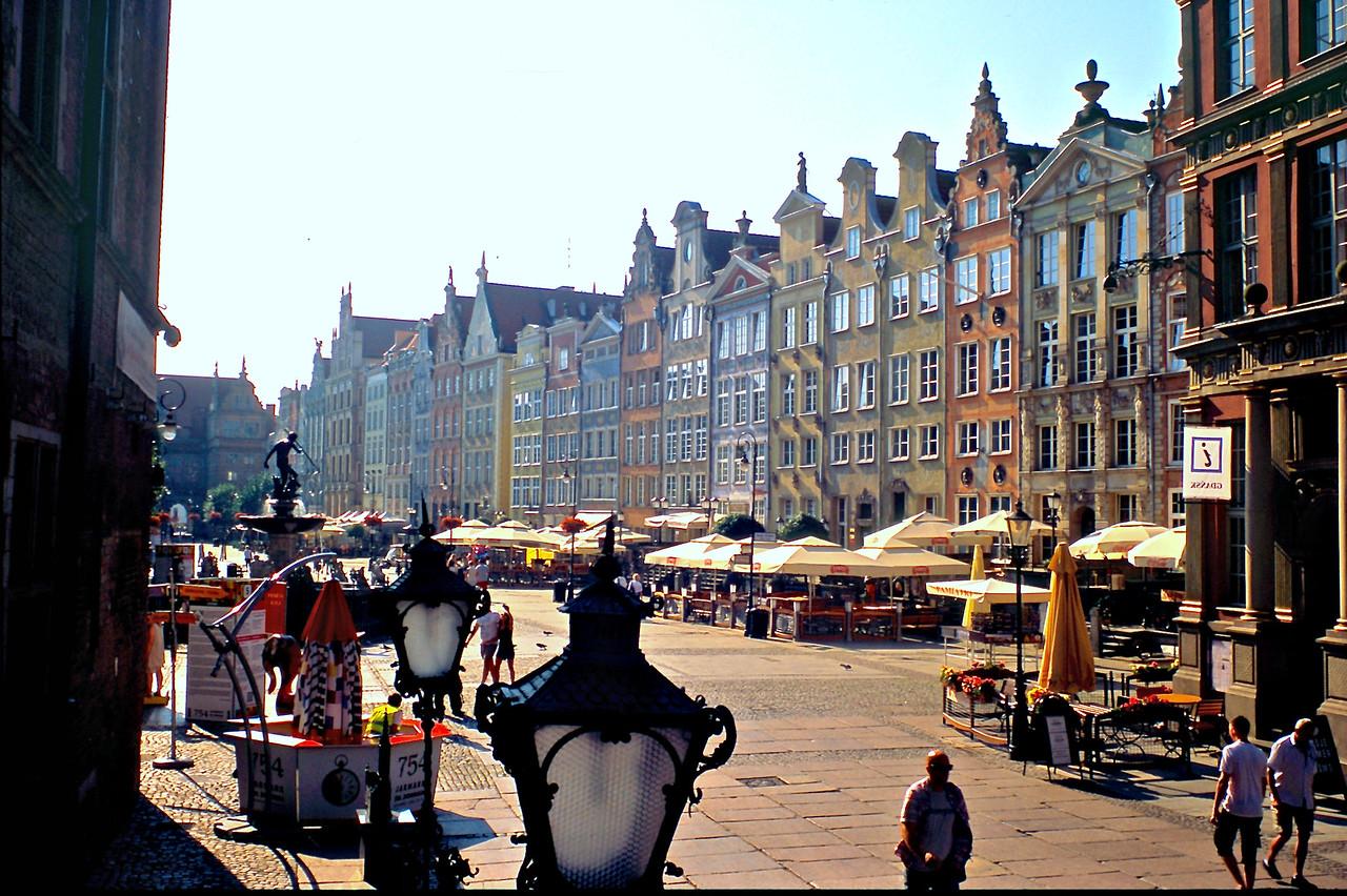 http://ikonpeter.smugmug.com/Travel/Gdansk/i-zRLTPWN/1/X2/%200814-%20156-X2.jpg