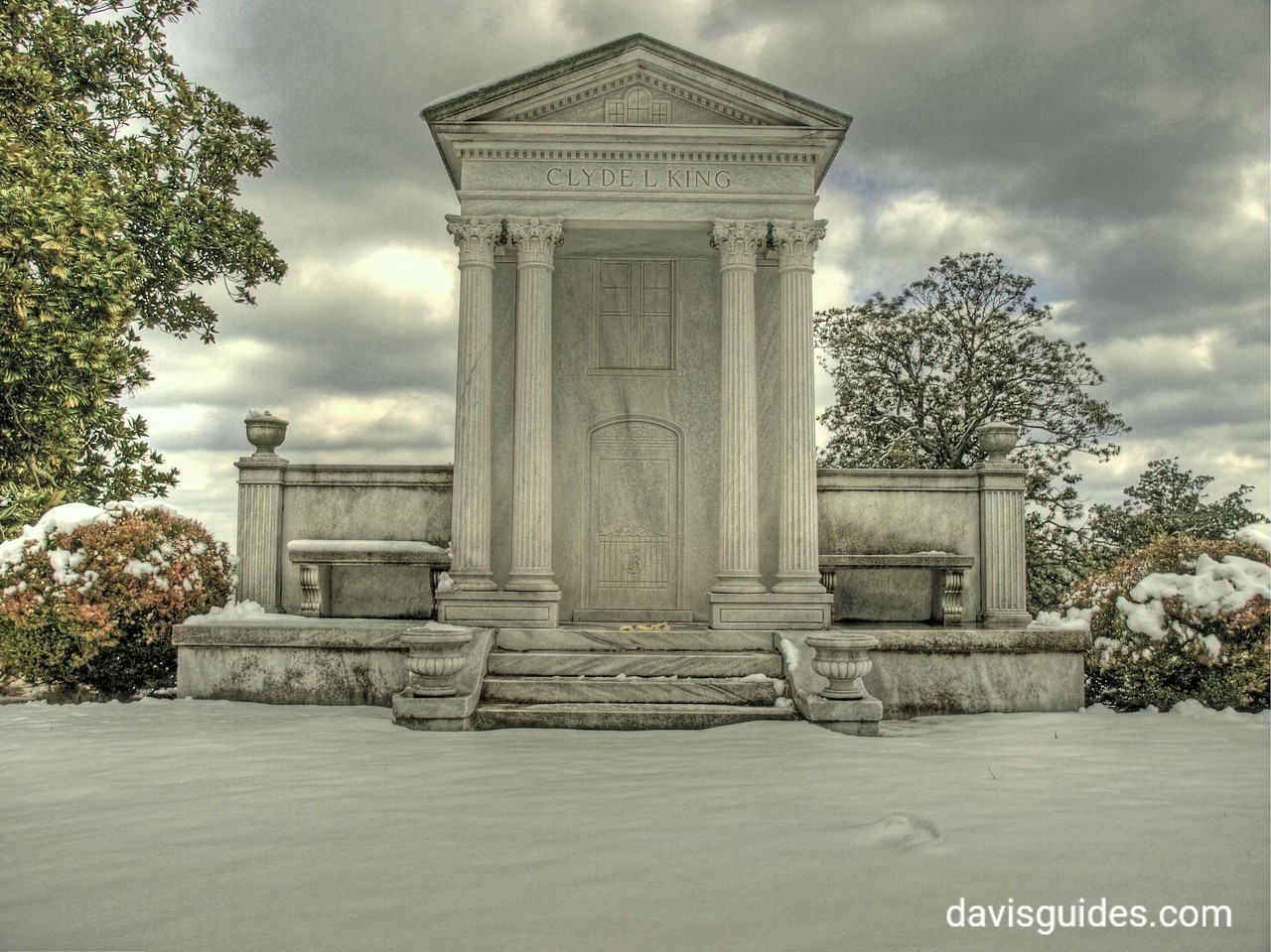King family monument, Oakland Cemetery