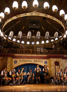 band playing at the hofbrauhaus