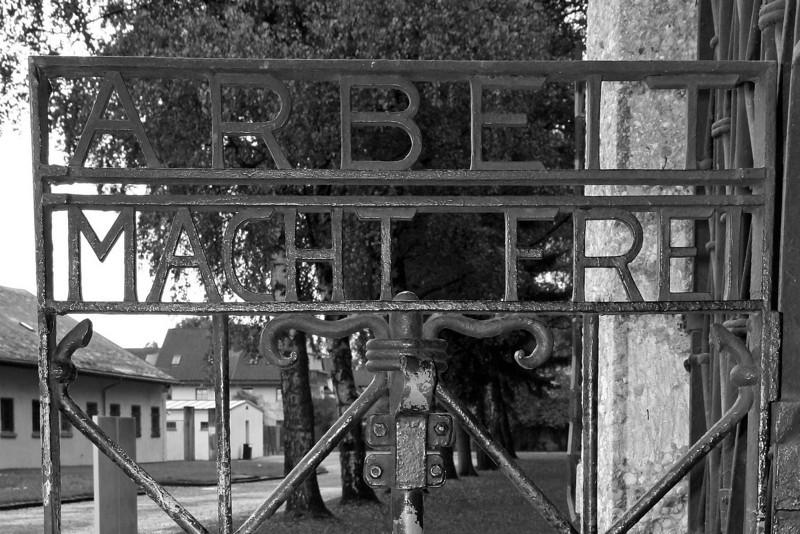 "Dachau gate: ""Work makes you free"""