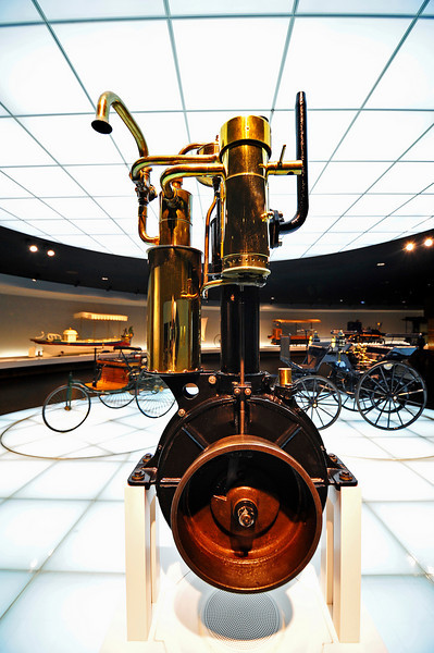 """The four-stroke engine developed by Gottlieb Daimler and Wilhelm Maybach, nicknamed """"Grandfather Clock"""". The first unit ran successfully in 1884."""