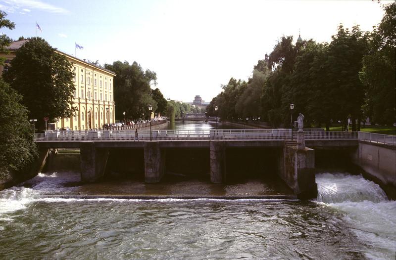 Weir at River Isaar Munich