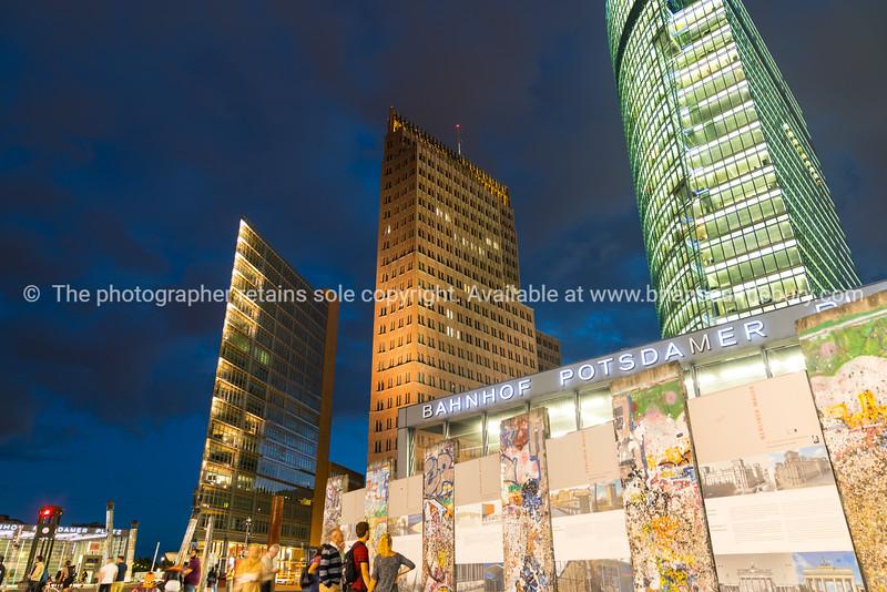 Berlin nidgt scenes.