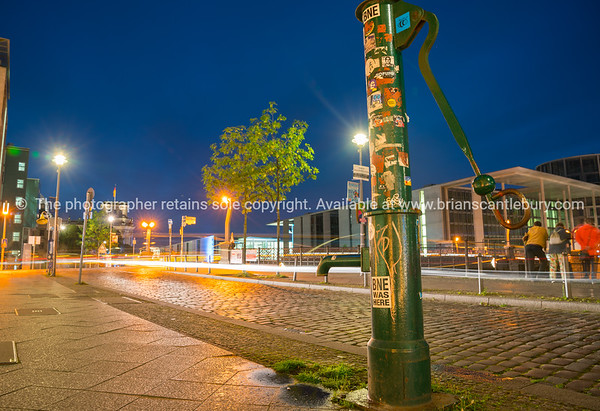Night scenes and night life along River Spree.