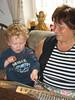Timmy und Oma Edith beim Hackbrettln