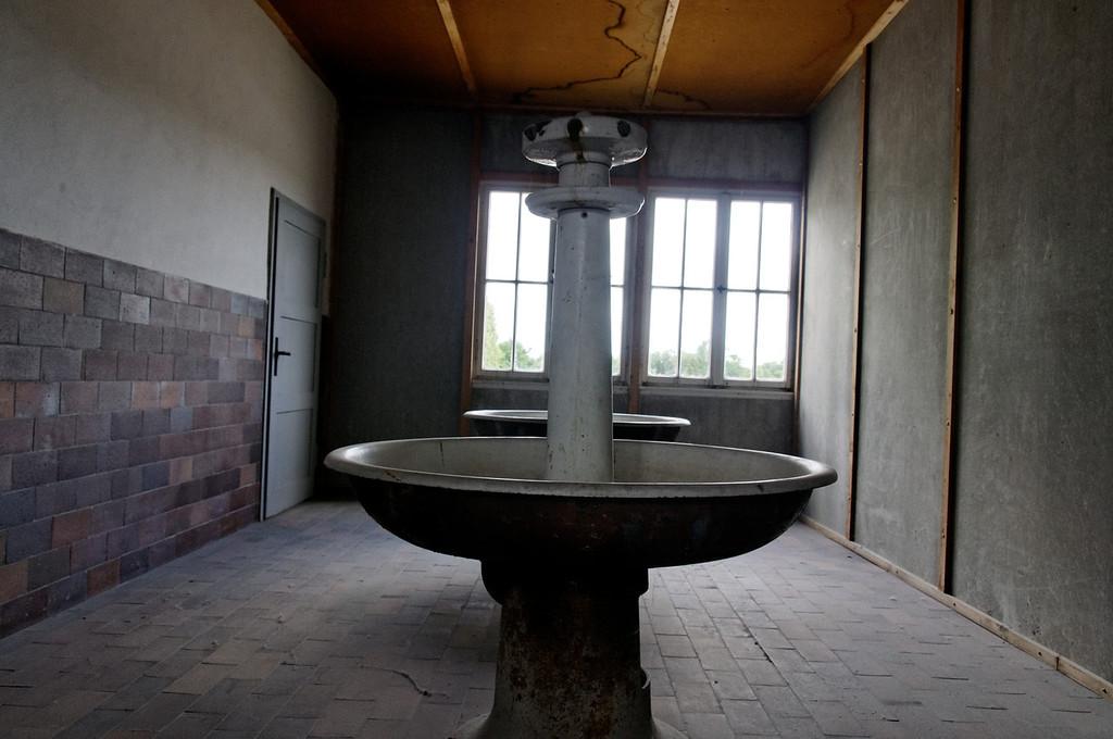 Campo de concentração de Dachau<br /> Prisoner sinks