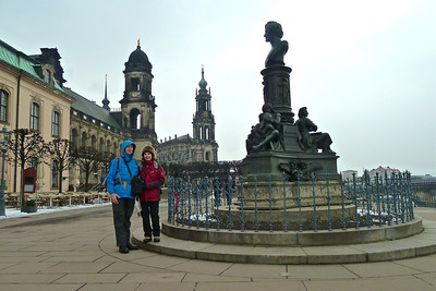 Along the Elbe with the Hofkirche in the background