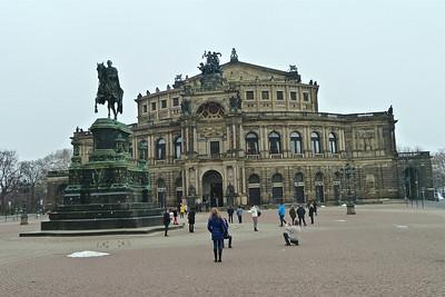 Opera House on Theatreplatz with the statue of Saxon King John