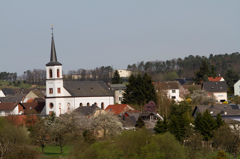 The church in the village of Binsfeld.