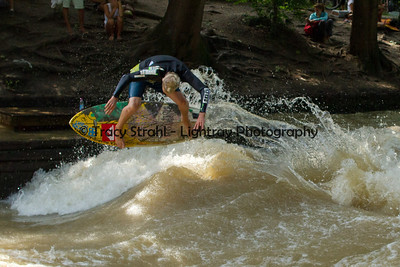 20120621-IMG_8563 Surfing the Eisbach river in Munich