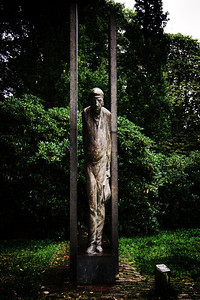 """Wilhelmshaven  sculpture """"one shipyard worker""""  creativecommons - by-nc-nd"""