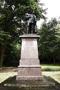 "Wilhelmshaven  ""Kaiser-Wilhelm"" memorial  creativecommons - by-nc-nd"