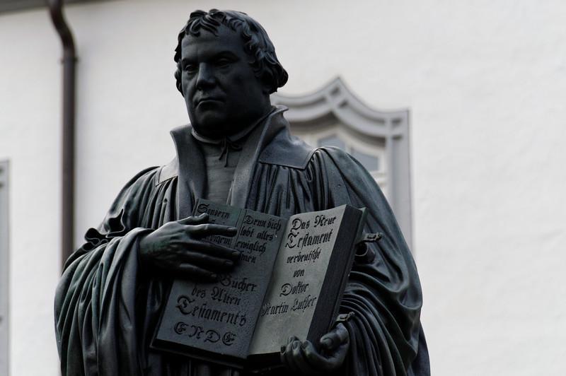 A antiga ágora, com a estátua de Lutero.<br /> Wittenberg, Alemanha