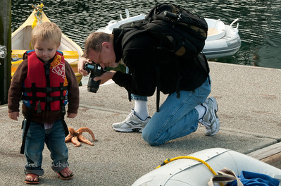 Photographing a starfish.