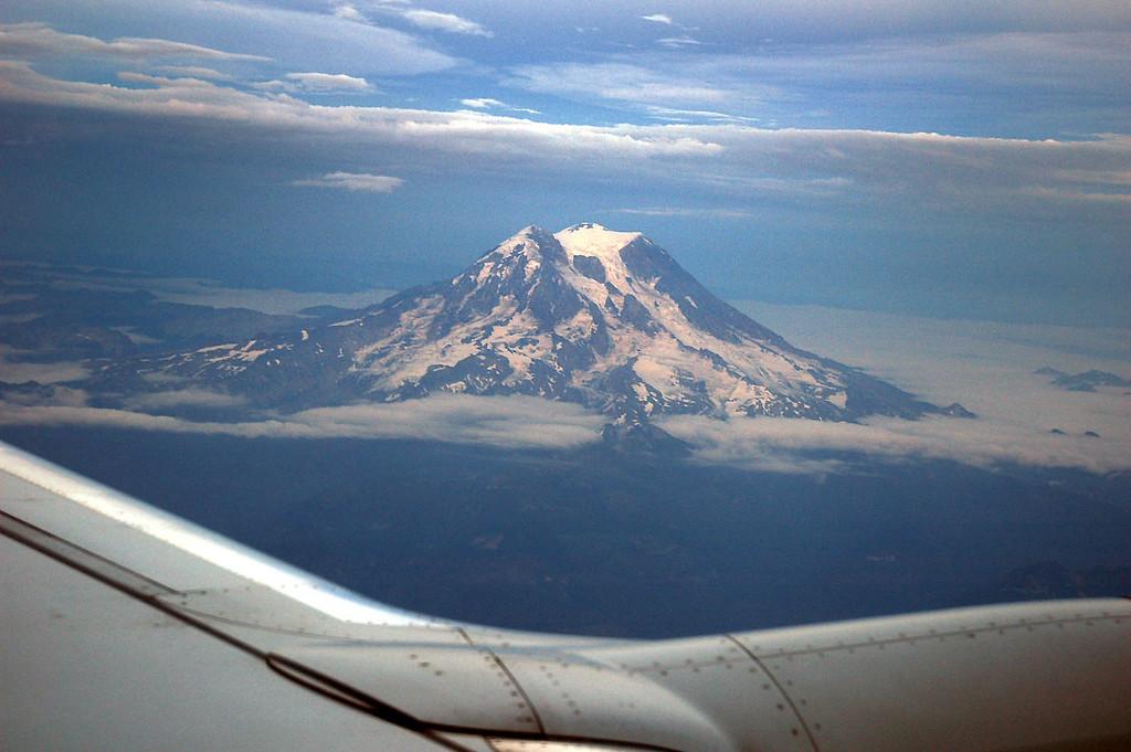 I think this is Mt Rainier.