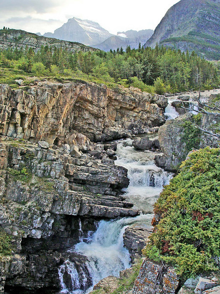 za  Falls of the Swiftcurrent River