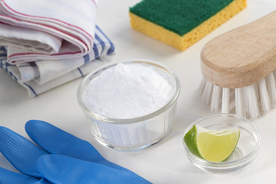 Eco friendly natural cleaners Vinegar baking soda salt lemon