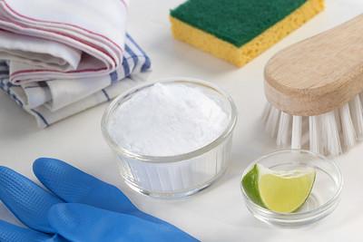 Eco friendly natural cleaners Vinegar baking soda salt lemon