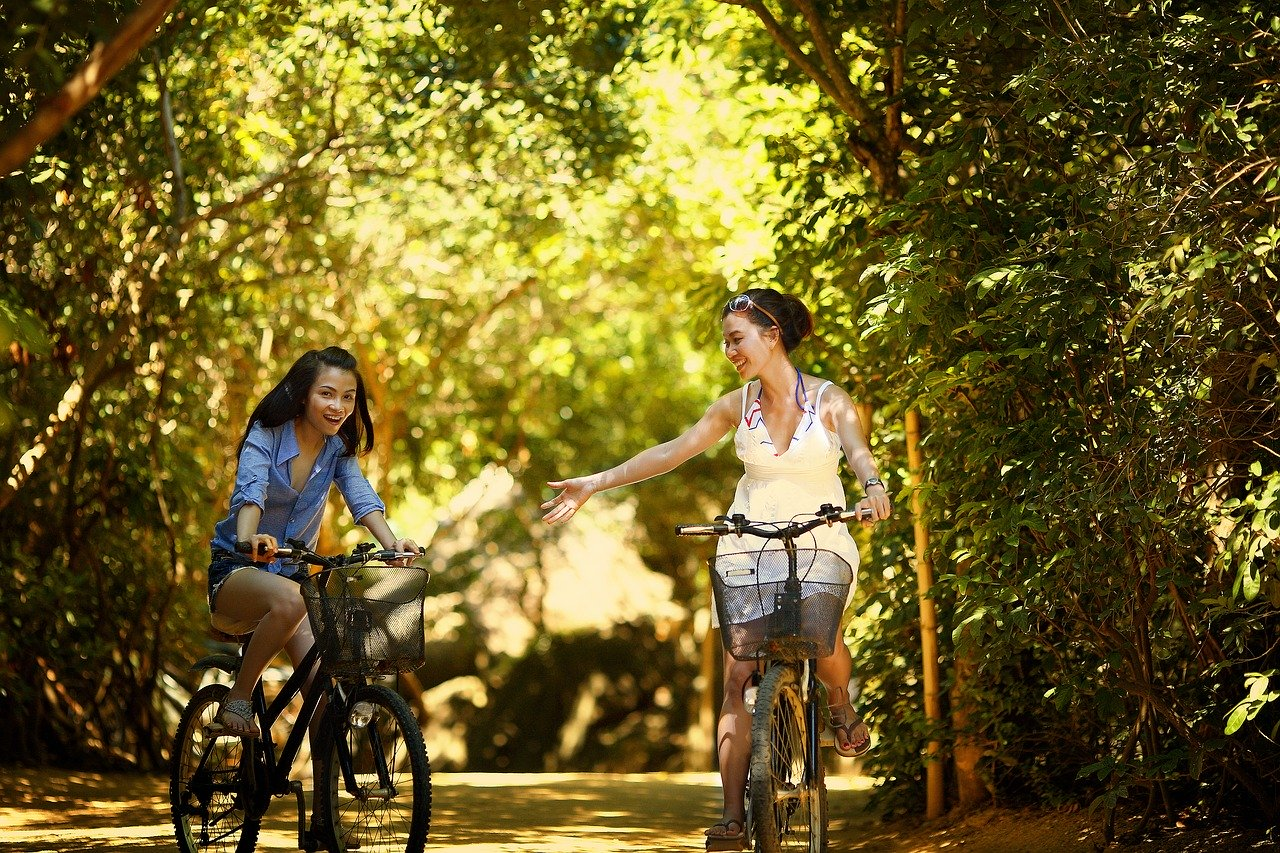 Cycling sustainable travel tips biking