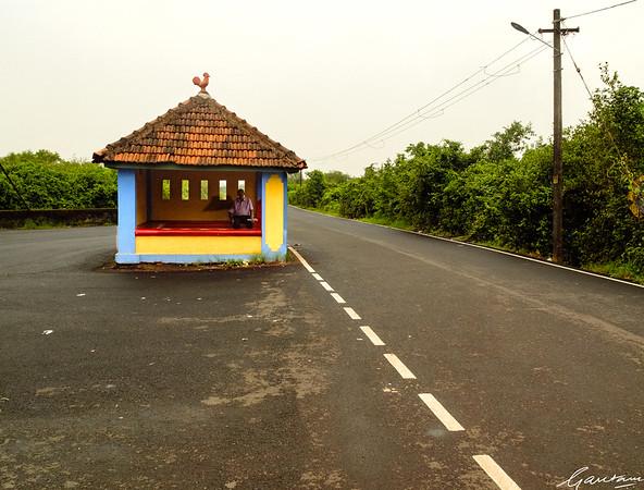 Bus stop, Divar