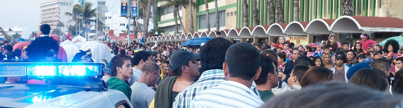 Mazatlán  February 2013  We are an hour early for the parade at the starting point. The crowd has aleady gathered and we can not penetrate the trongs of people whom have gathered hours before us.