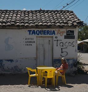 Barra de Navidad April 2013  Don waiting for his 5 peso taco.