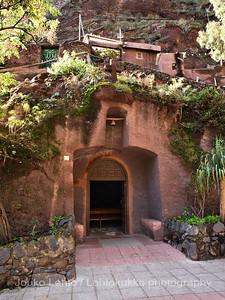 Luolakirkko - The Church of Guayadeque, luolakylä - cave village: Gran Canaria
