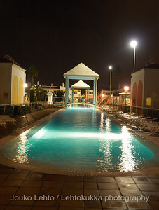 Cordial Green Golf hotel: Pool by night