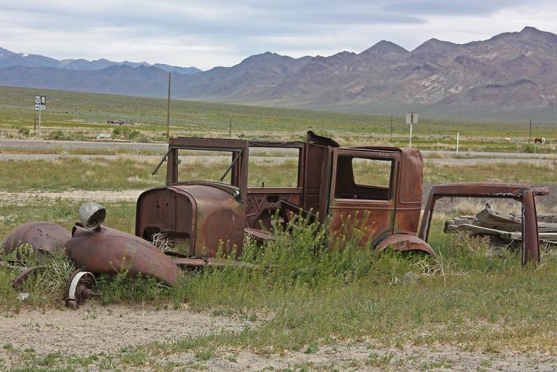 Middlegate, Nevada - abandoned car