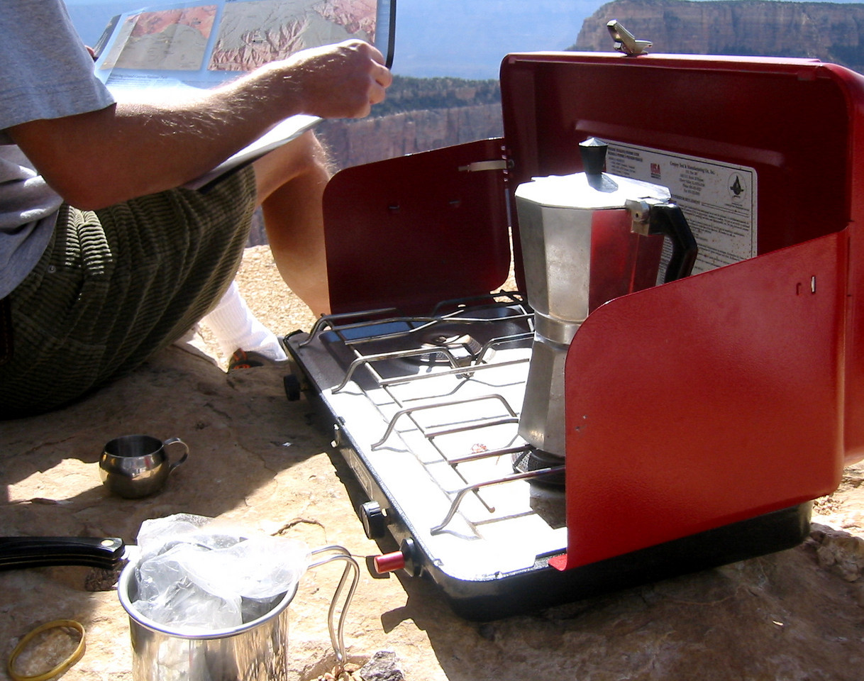 Chuck brewed espresso at a tip of the rim after we enjoyed watching sunrise.