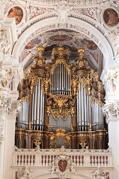Passau-walk-Bishop-Residence_4640