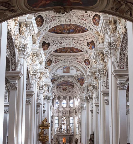 Passau-walk-Bishop-Residence_4632