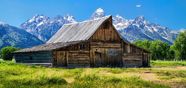 Moulton Barn with tetons in back ground