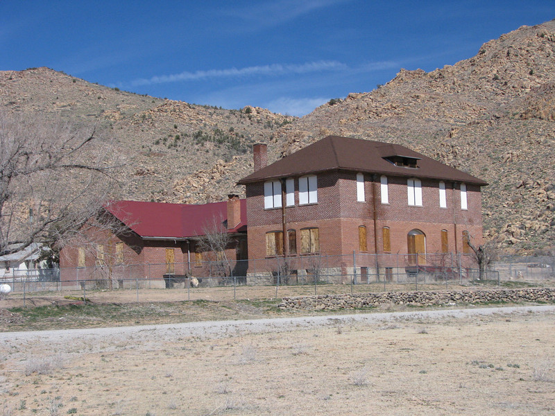 I had read about this Indian school, it was closed down after a new one was built on the Hualapal Reservation. The BIA building is a stone throw from here.